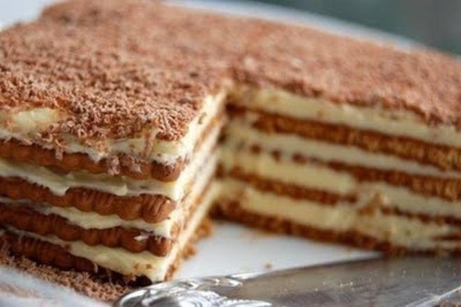 Вкусна бисквитена торта с баварски крем