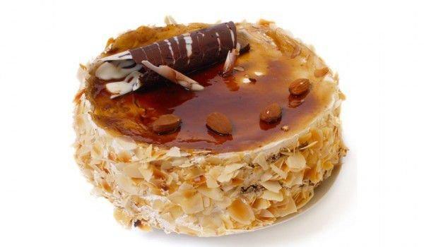 Торта с карамелизирани орехи