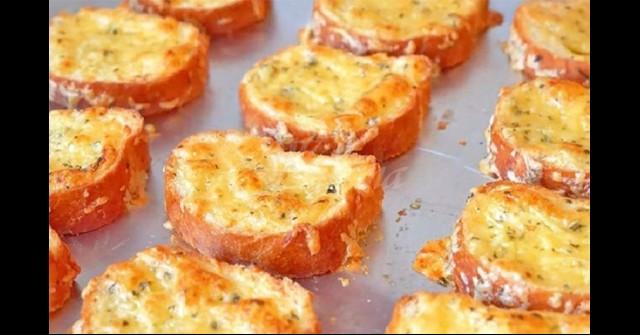 Тарикатски кашкавалени сандвичи – с масло и кашкавал всеки знае, но ето какво им слагам и изчезват още докато са топли