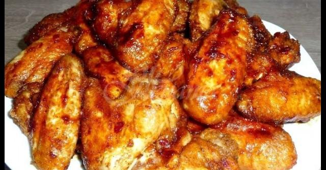 Лепкави пилешки крилца в сладко-кисел сос – няма наяждане, толкова са вкусни!