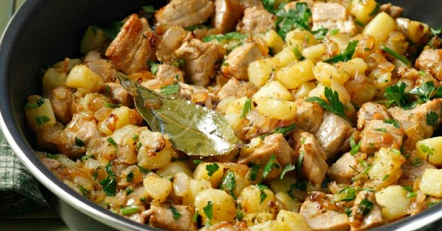 Свинско с картофки по гръцки- мама миа, няма такава вкусотия
