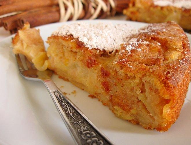 Бърз и лесен кекс с ябълки